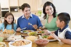 familia-comiendo