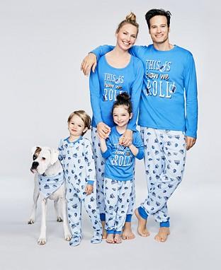pijamas de navidad para la familia christmas pijama family la shoppinista. Black Bedroom Furniture Sets. Home Design Ideas